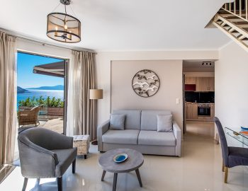 villa-drakatos-mare-vasiliki-lefkada-lounge-room-kitchen-area