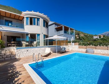 villa-drakatos-mare-vasiliki-lefkada-pool-with-mountain-view
