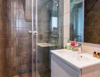 villa-drakatos-ostria-vasiliki-lefkas-bathroom