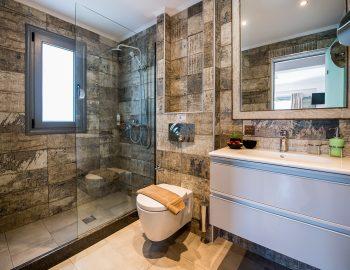 villa-drakatos-ostria-vasiliki-lefkas-family-bathroom