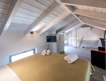 villa-drakatos-ostria-vasiliki-lefkas-loft-double-bedroom-with-lounge