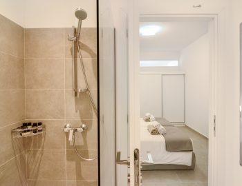 villa-elianna-corfu-greece-ensuite-bathroom