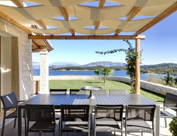 villa-elianna-corfu-greece-outdoor-dining