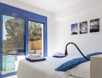 villa-galini-mikros-gialos-lefkada-greece-double-bedroom-with-pool-access