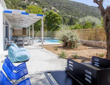 villa-galini-mikros-gialos-lefkada-greece-outdoor-area-with-fully-equipped-bbq