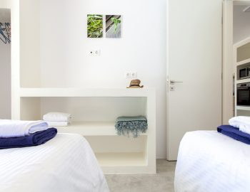 villa-galini-mikros-gialos-lefkada-greece-twin-bedroom-luxury-furnishing