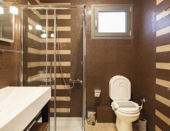 Bathroom 2: Ground floor