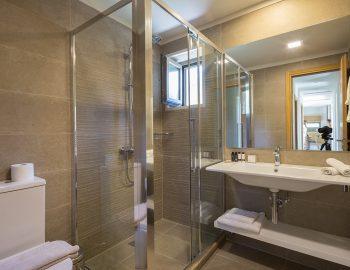 villa-laniras-corfu-greece-bathroom