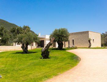 villa-laniras-corfu-greece-entrance-view