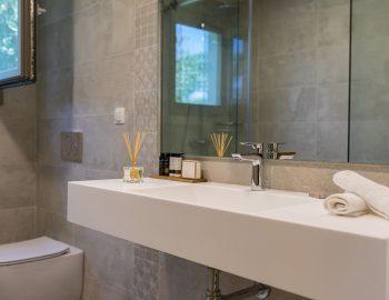 villa-laniras-corfu-greece-family-bathroom