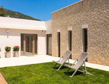 villa-laniras-corfu-greece-sitting-area-garden