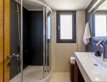 villa-melia-lefkas-lefkada-accommodation-family-luxury-bathroom
