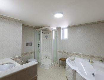 villa-nikopolis-preveza-greece-luxury-bathroom-with-jacuzzi_1