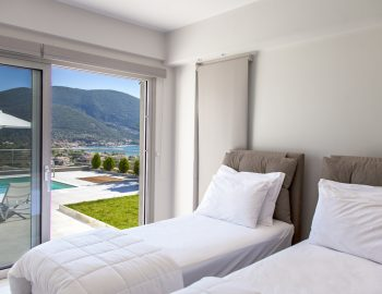 villa-o-offwhite-vasiliki-lefkada-greece-ground-floor-twin-bedroom-with-pool-view