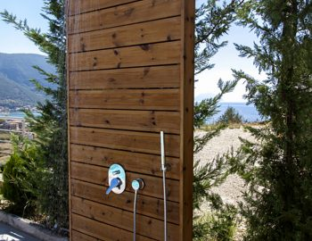 villa-o-offwhite-vasiliki-lefkada-greece-outdoor-shower