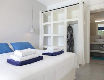 villa-selini-mikros-gialos-lefkada-greece-double-bedroom-with-ensuite-bathroom