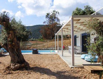 villa-selini-mikros-gialos-lefkada-greece-garden-area