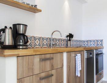 villa-selini-mikros-gialos-lefkada-greece-kitchen