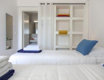 villa-selini-mikros-gialos-lefkada-greece-twin-bedroom