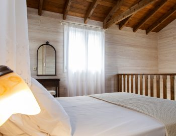 villa-vissala-arnebia-accommodation-lefkada-lefkas-upstairs-double-bedroom