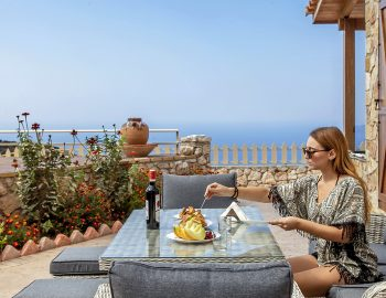 villa-vissala-arnebia-accommodation-lefkada-lefkas-xortata-girl-having-breakfast-cover-photo