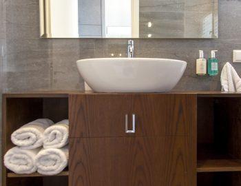 villa-w-offwhite-vasiliki-lefkada-greece-luxury-bathroom