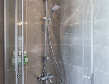villa-w-offwhite-vasiliki-lefkada-greece-shower-room