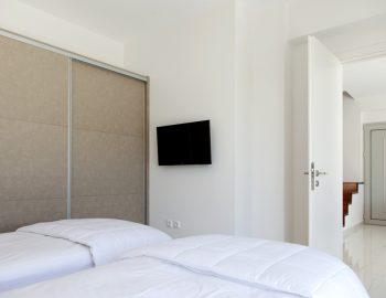villa-w-offwhite-vasiliki-lefkada-greece-twin-bedroom