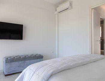 villa-w-offwhite-vasiliki-lefkada-greece-upper-level-master-bedroom-with-smart-tv-and-bathroom