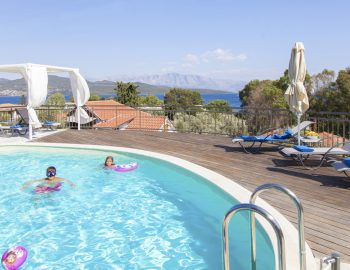 villa-zogianna-nikiana-lefkada-lefkas-children-swimming-in-private-pool