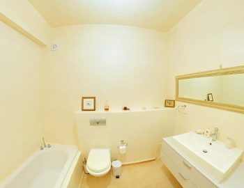 whatsongreece-villa-aurora-eugiros-lefkada-bathroom-bathtub